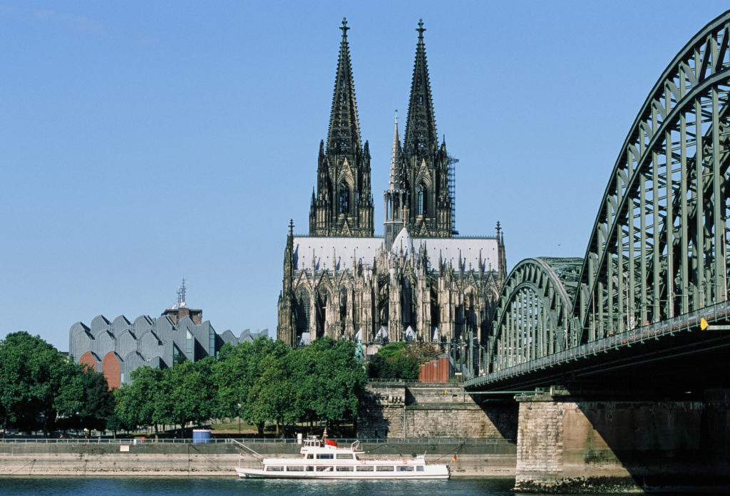 Analogbild vom Dom - Fotografie mit Dia vom Dom und Brücke