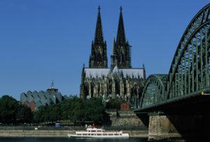 Tageslichtaufnahme Dom und Rheinbrücke - Hohenzollernbrücke