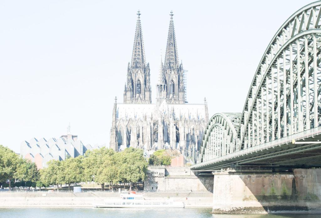 2 Blenden überbelichtet. Panoramaaufnahme am Rhein gemacht. Digital Test