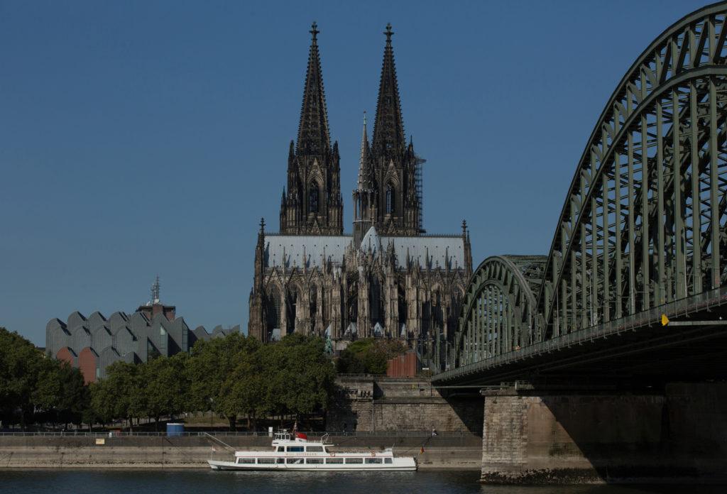 Um eine Blende unterbelichtet, Digitalaufnahme gemacht am Rheinufer