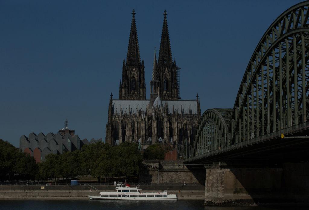 Leichte Unterbelichtung mit Canon 5D MARK III Kölner Altstadt Foto, digital