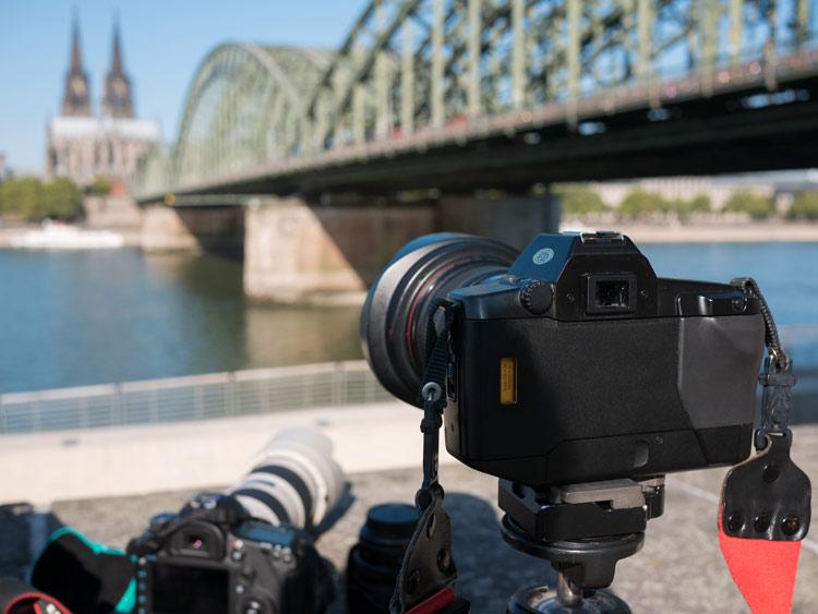 Testaufbau am Rhein, mit Domblick