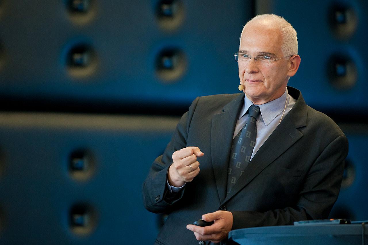 Foto des Vorstands. Ein Vortrag bei einer Messe in Düsseldorf.