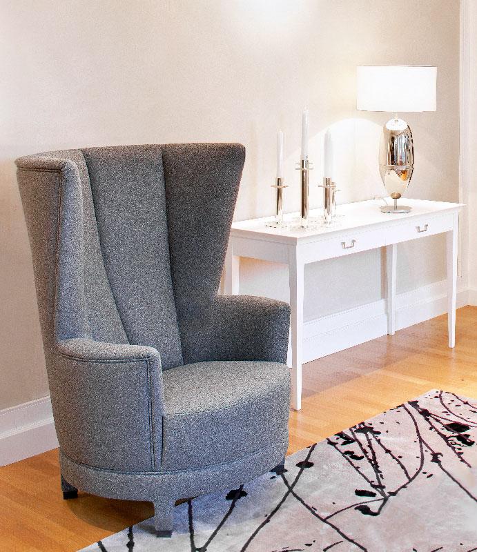 Sessel und Beistelltisch im Kölner Möbelhaus - Fotografie