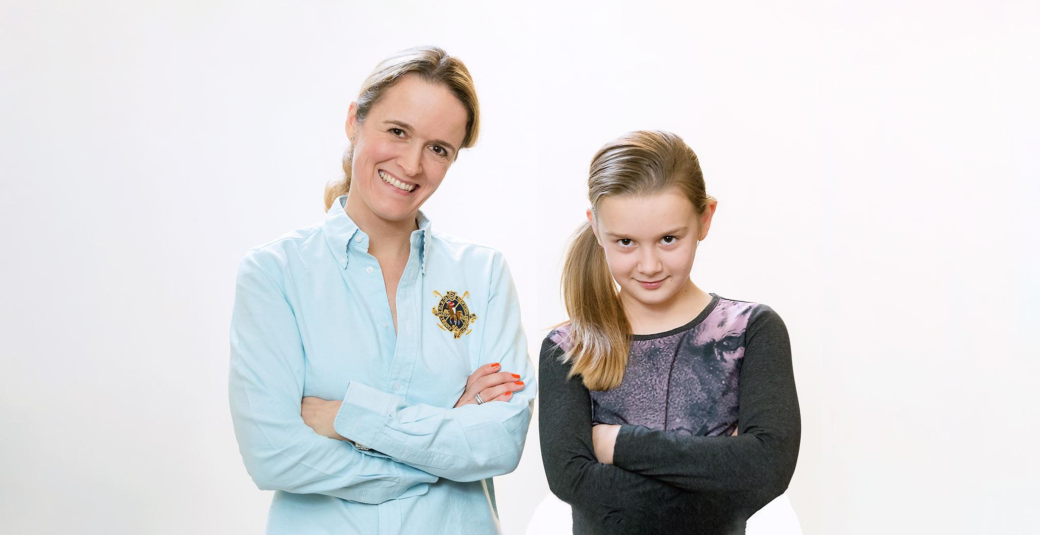Portrait Foto Beispiel von Mutter und Kind im hellen Raum