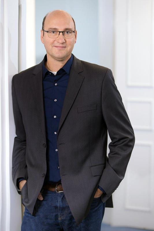 Business Portrait Fotografie Mann im Anzug in Siegen