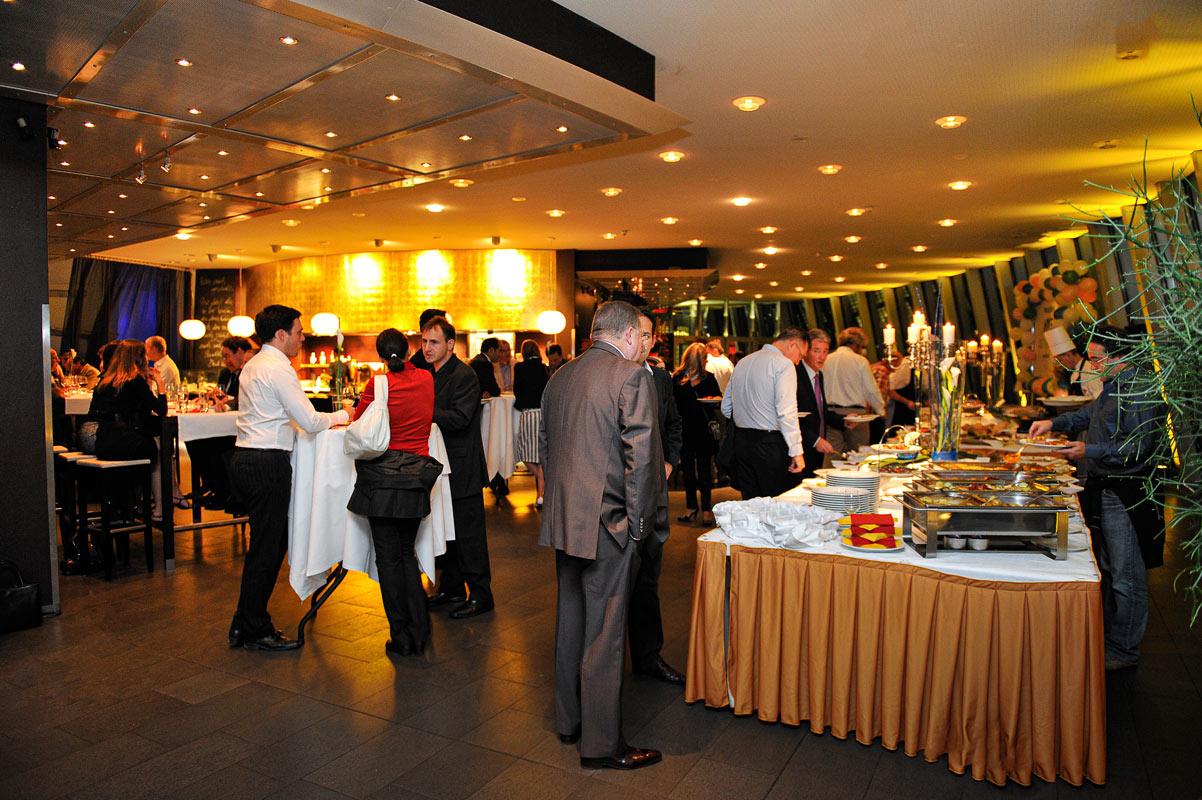 Foto, Innenaufnahme des Restaurants. Beginn des Buffetts. Eventfotografen Foto Köln