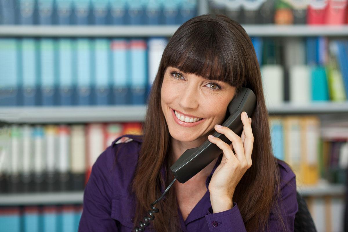 Telefonistin am Arbeitsplatz Business Foto von Dirk Baumbach
