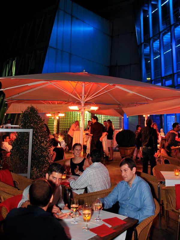 Beginn der Veranstaltung im Schokoladenmuseum. Der Außenbereich, in Köln.