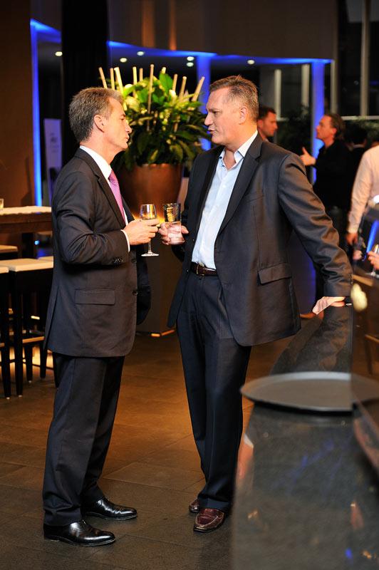 Eventfoto, zwei Männer im Gespräch. Bild aus dem Schokoladenmuseum in Köln.