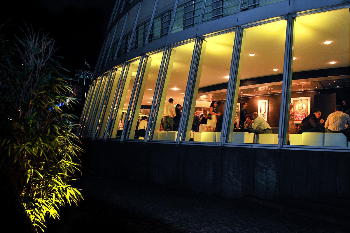 Außenaufnahme des Schokoladenmuseums. Sicht von der Rheinseite.