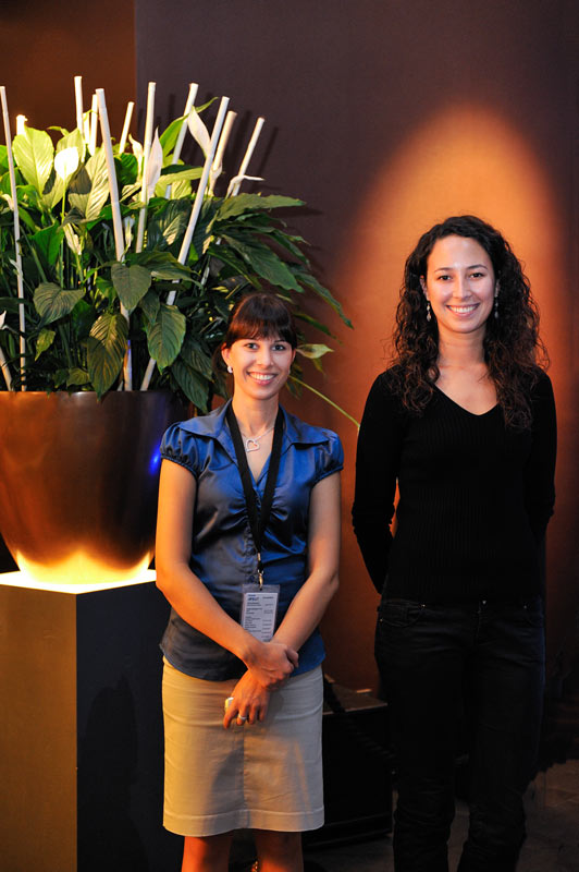 Zwei junge Frauen im Schokoladenmuseum Köln