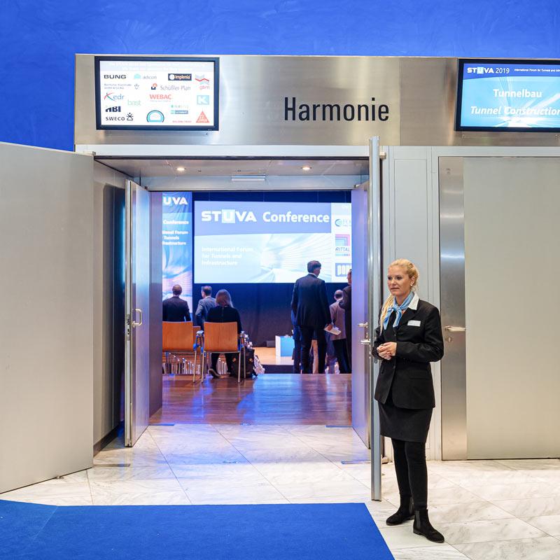 Saal Harmonie Eingang zur Tagung