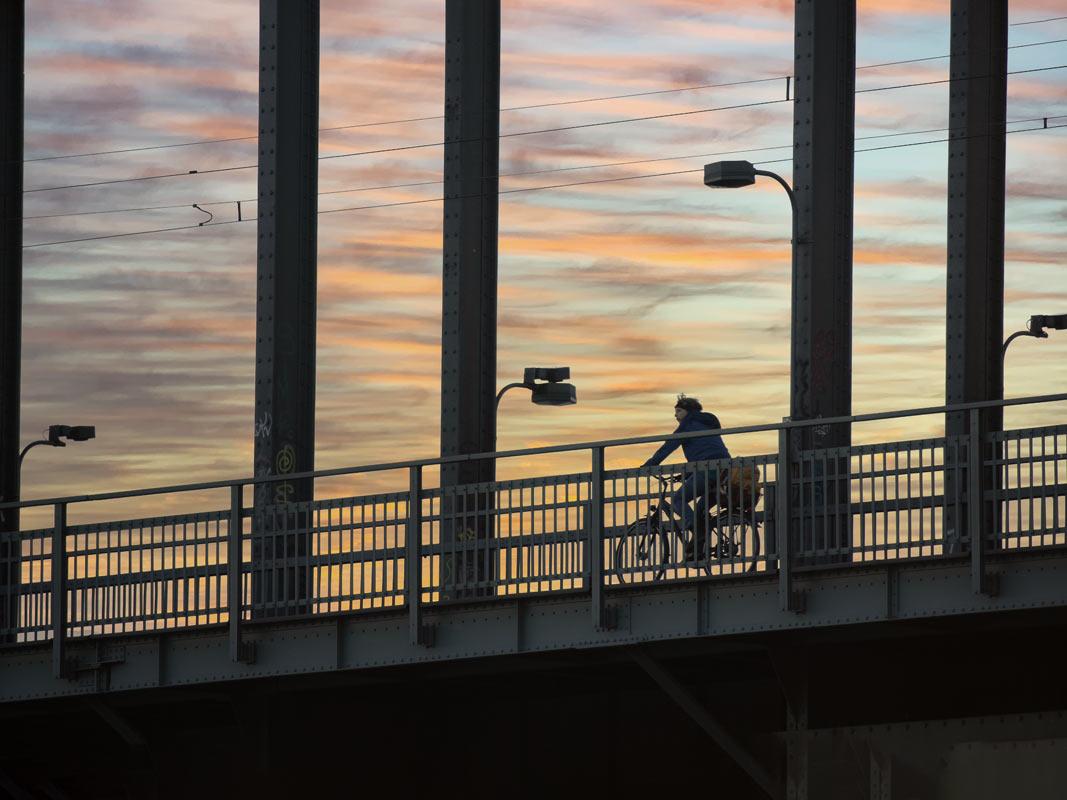 Radfahrer auf Kölner Südbrücke