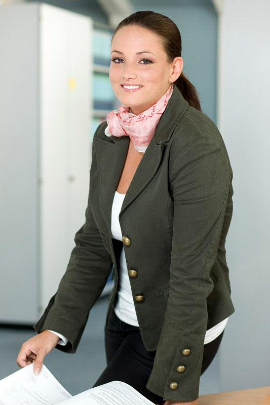 Frau im Büro Mitarbeiterfoto des Fotografen in Köln
