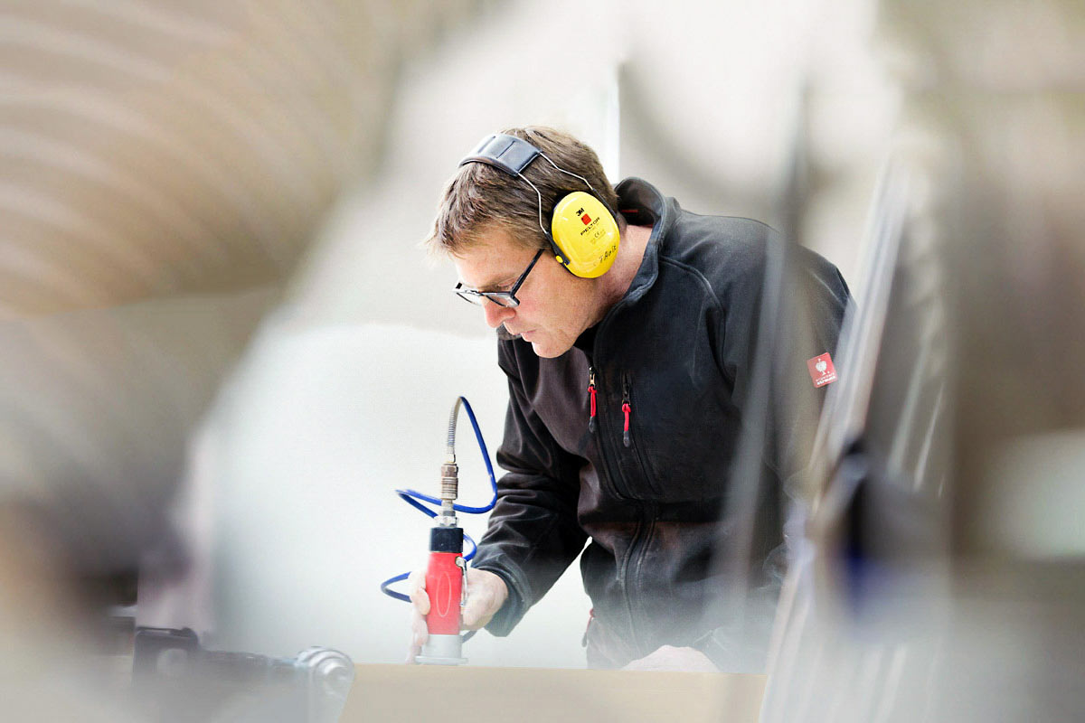 Portraitfoto aus Köln, Handwerker in Werkstatt