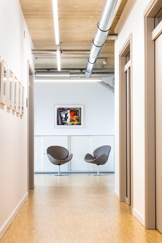 Flur mit 2 Stühlen Design Innen Architektur Beispiel
