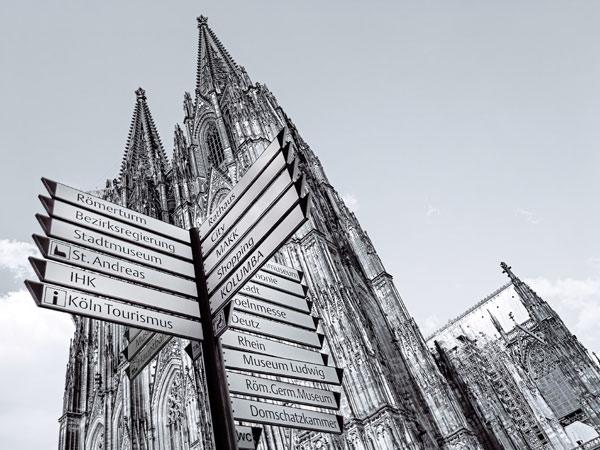 Kölner Dom und Schilder