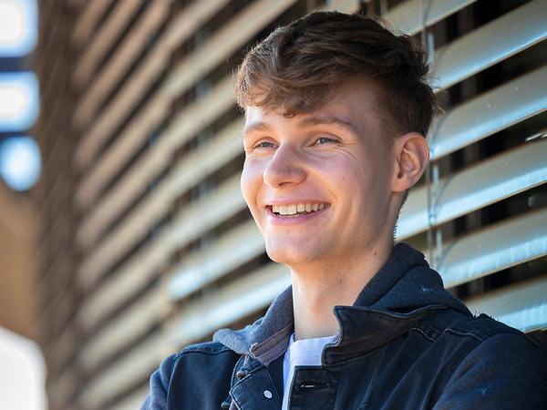 Portraitfotografie eines jungen Mannes in Köln
