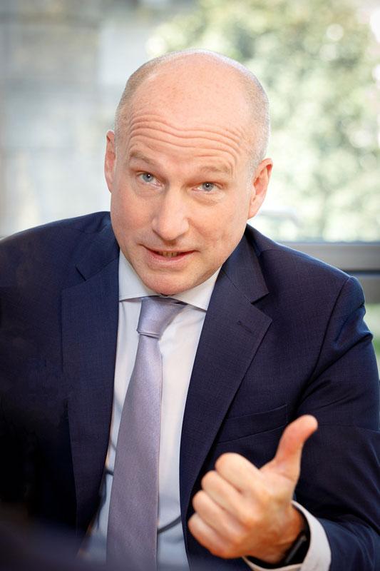 Mann erklärt Pressefotograf in Köln mieten